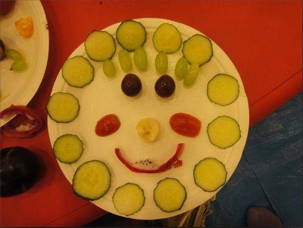 利用水果的特性每个家庭都做出了造型各异的水果拼盘.图片